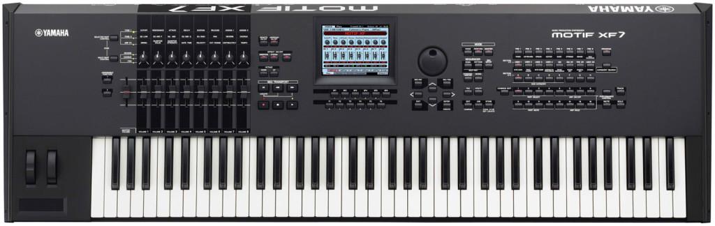 06. Yamaha Motif XF7, strumento che non può mancare nel setup live di Andrea De Paoli