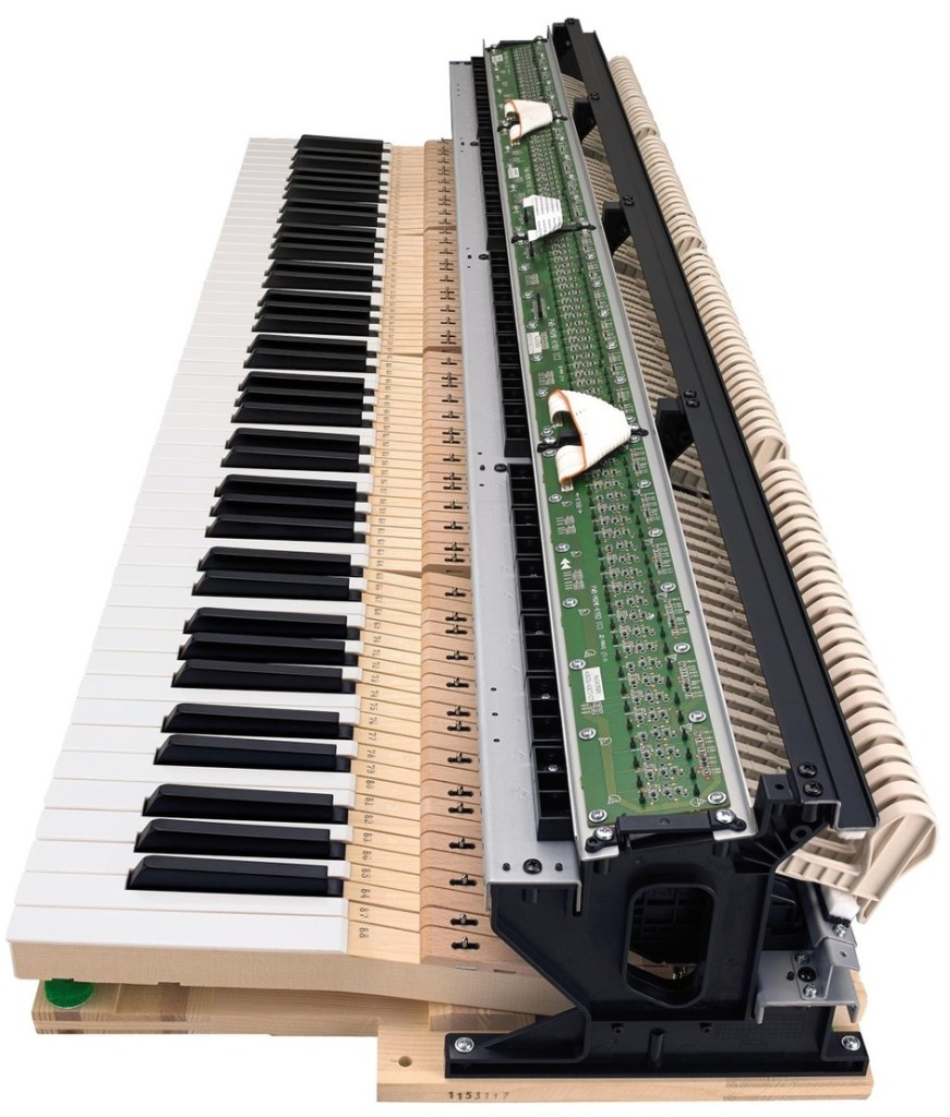 02 La meccanica Natural Grand Hammer Action, studiata da Casio in collaborazione con C.Bechstein