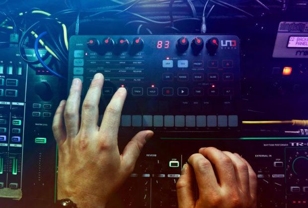 Ik Multimedia Uno synth editor analog