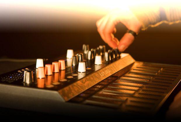 Arturia Microfreak synth hardware analog midiware strumenti musicali