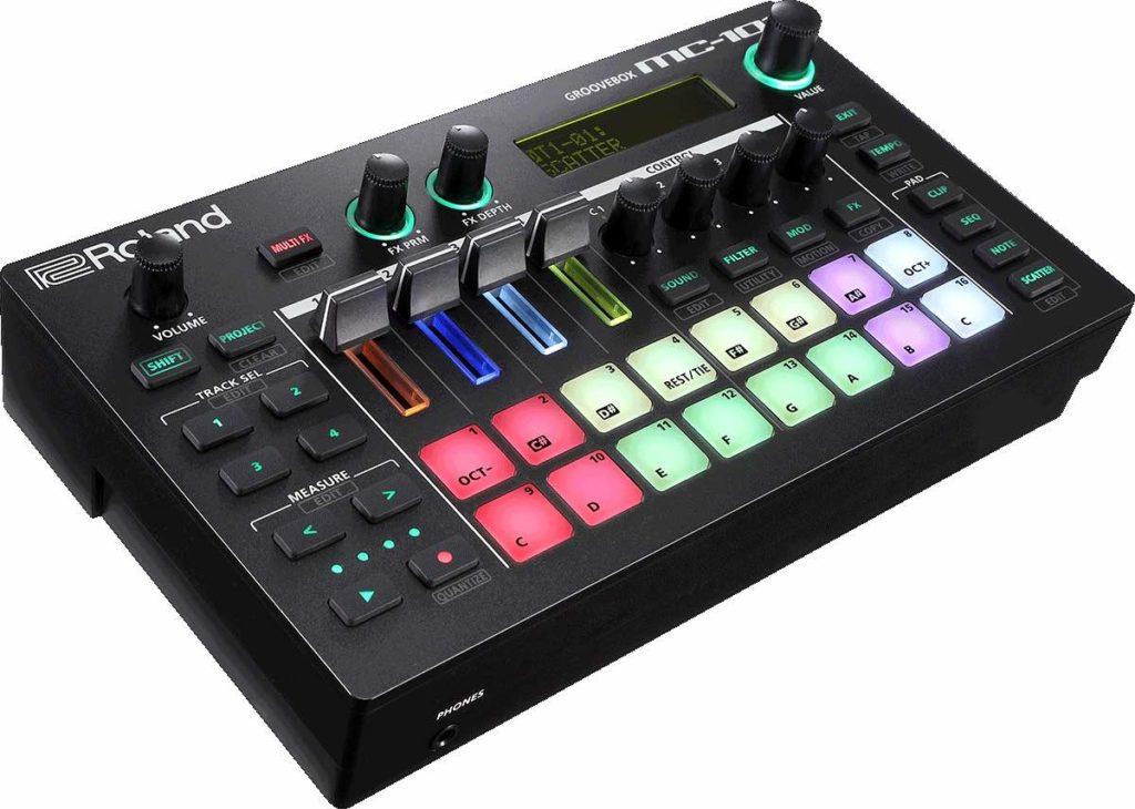 Roland MC-101 dj producer groovebox groove live perform strumenti musicali