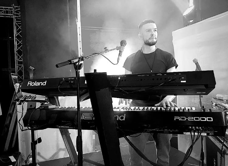 Roland Ashton Miranda keyboard tastiera synth ed sheeran FA-07 RD-2000 SYSTEM-8 strumenti musicali