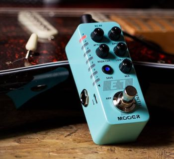 Mooer E7 synth stompbox pedale chitarra elettrica basso guitar bass electric backline strumenti musicali
