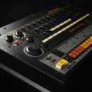 Roland TR-808 rhythm composer drum machine hardware music producer strumenti musicali