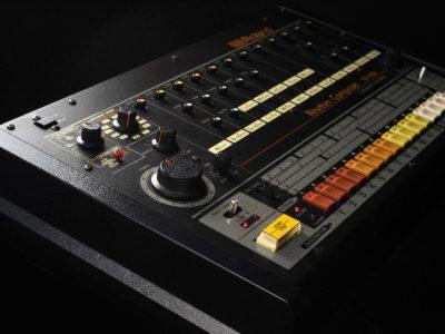 Roland TR-808 rhythm composer drum machine hardware music producer strumenti musicali