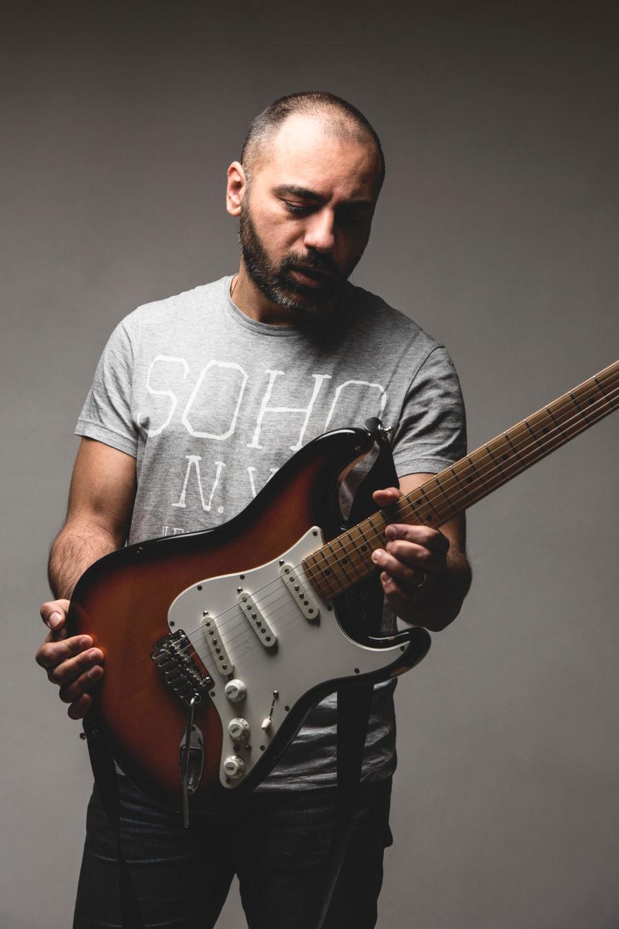 Lorenzo Carancini Posa strato strumenti musicali