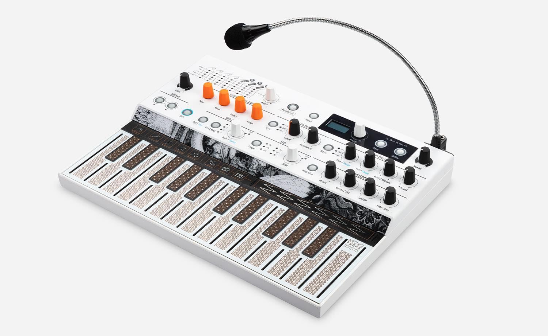 Arturia MicroFreak Vocoder Edition sequencer editor review synth digital preset hardware midi controller sound software oscillator keyboard microfono mic midi strumenti musicali midiware