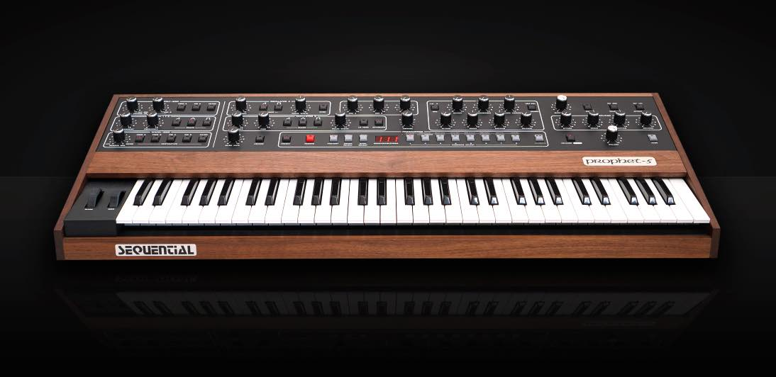 Sequential Prophet-5 hardware sintetizzatore synth music producer dave smith strumenti musicali
