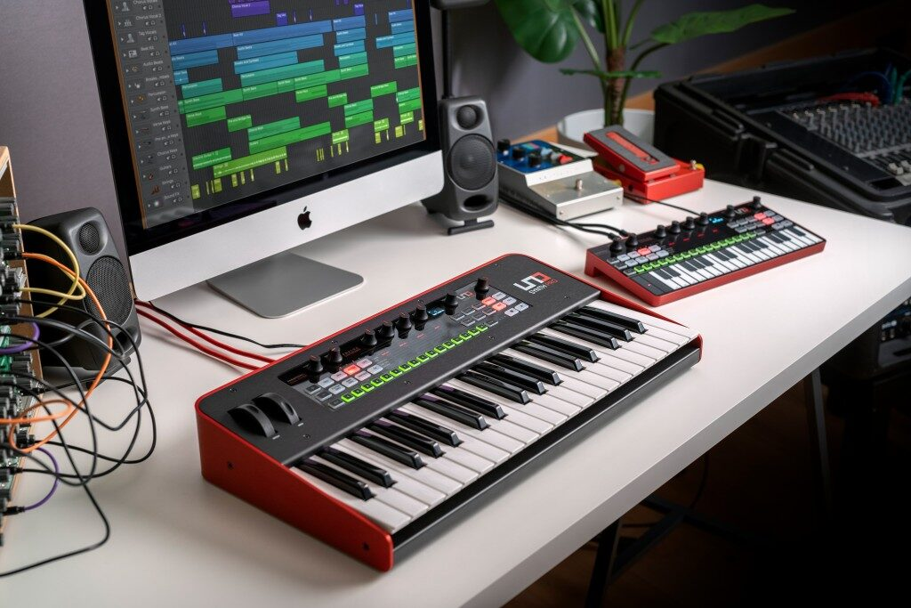 Ik Multimedia UNO Synth Pro Desktop sintetizzatore hardware digital strumenti musicali mogar prezzo