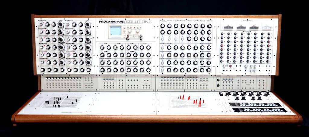 Analogue Solutions Colossus hardware synth sintetizzatore strumenti musicali synthi 100